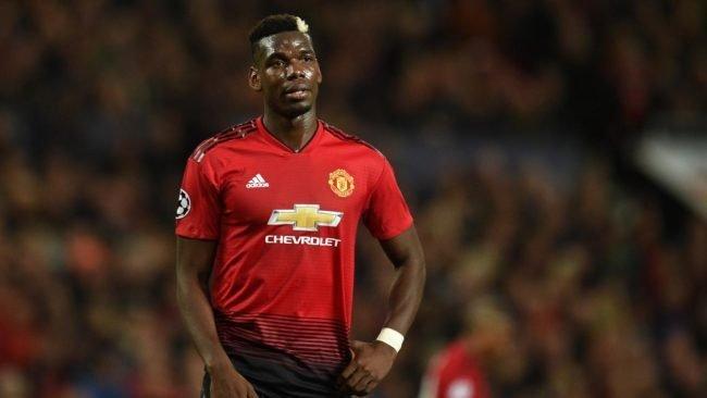 Pesepakbola Manchester United Paul Pogba bersama dengan kekasihnya, Maria Salaues membawa anak kesayangan mereka yang baru saja lahir ke publik
