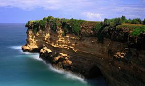 Eksotisnya Pantai Karang Bolong Dari Pacitan